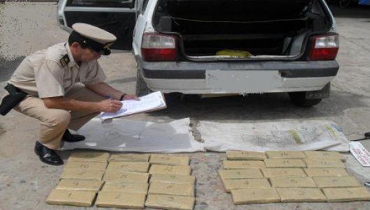 26 kilos de marihuana dentro de un vehículo