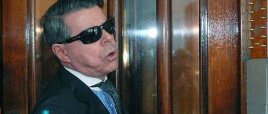 Oyarbide recibió amenazas en su casa