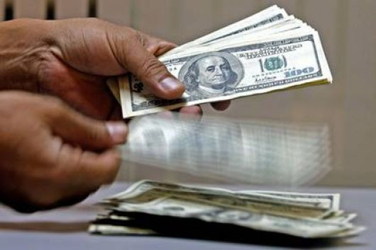 """Dólar: El BCRA le declara la guerra a los """"coleros"""""""