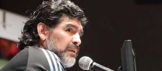 Maradona dio indicios de cómo puede ser el equipo del debut
