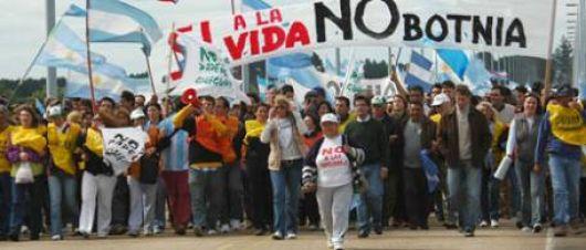 Errores y aciertos del Gobierno en el manejo del conflicto por Botnia