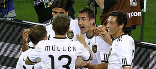 Alemania aplasta 4-0 a Australia haciendo gala de un fútbol vistoso y efectivo