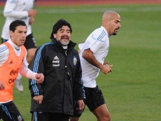 Maradona probó con y sin Verón para enfrentar a México