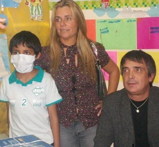 Nito Artaza visitó a los niños del Juan Pablo II
