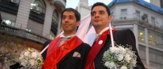 Argentina se convertió en el décimo país del mundo en aprobar el matrimonio gay