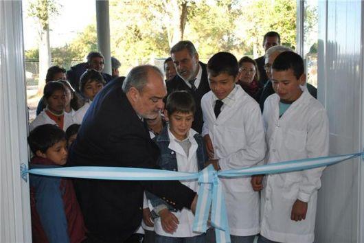 El gobernador inauguró una escuela y anunció obras para San Lorenzo