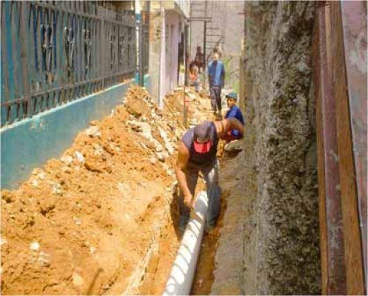 Avanza la construcción de redes de agua potable