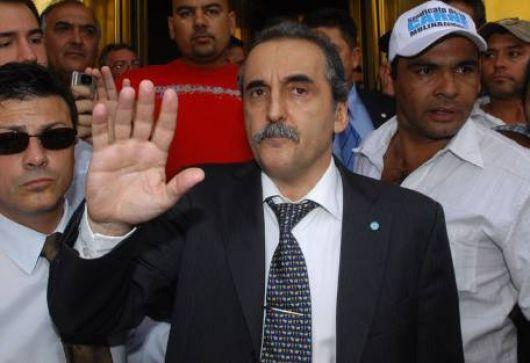 """En España hablan del """"buen salvaje"""" de los Kirchner"""
