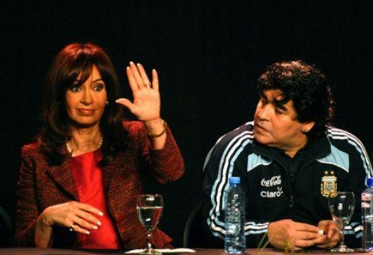 El Gobierno, lejos de Maradona