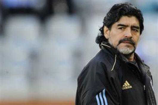 La AFA decidió por unanimidad no renovarle a Maradona