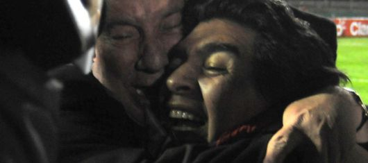 Bilardo, pretende que Maradona le atienda el teléfono