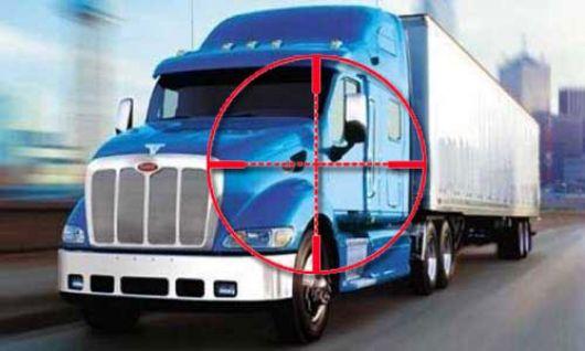 Roban camión y secuestran conductor