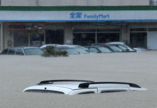 """Miles de evacuados por el tifón """"Megi"""""""
