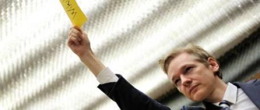Julian Assange estaría rodeado pero no piensa ser extraditado a Suecia