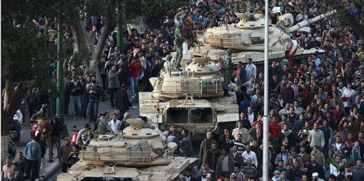 Día 7: El Ejército no reprimirá y la mujer de Mubarak ya llegó a Londres
