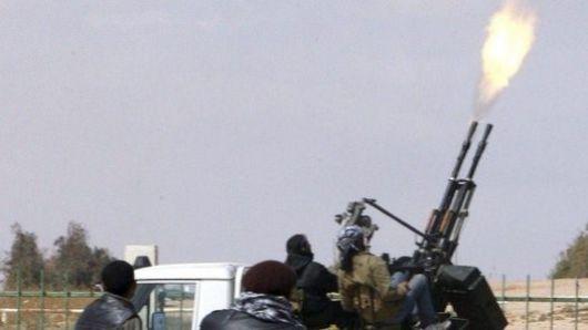 Tropas de Kadafi cercan a los rebeldes en ciudades claves