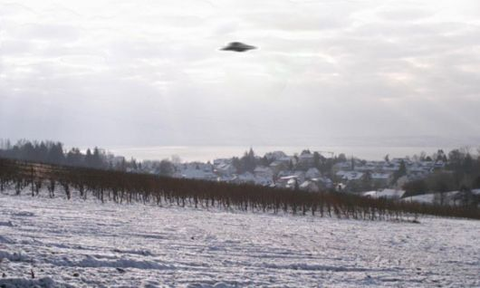 Un video de Youtube muestra a un grupo de ovnis sobrevolando la BBC de Londres