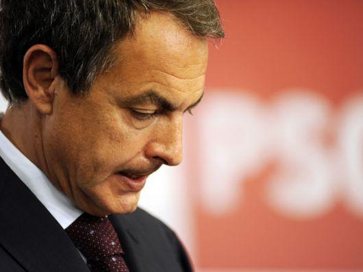 """El diario """"El País"""" pide la renuncia de Zapatero"""