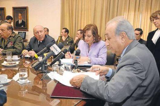 Tensión entre Garré y el ministro de Defensa