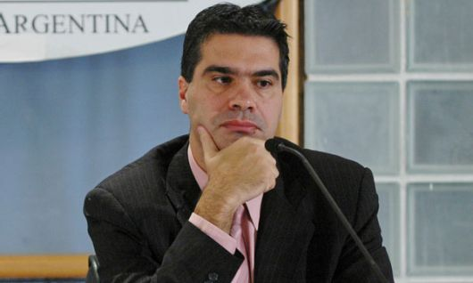 Mientras los Ministros se quedaron sin vacaciones, Capitanich se fue a Panamá en el avión provincial