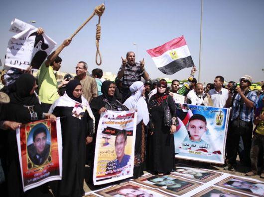 Miles de egipcios protestan por la condena a Mubarak