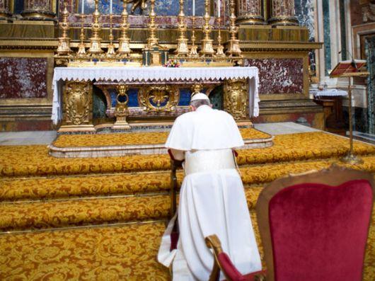Francisco rezó a la Virgen, viajó en bus y pagó su hotel en Roma
