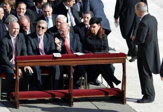 Cristina en primera fila en la ceremonia de entronización