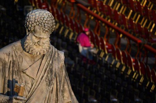 Un cura español dice que el Papa evitó que lo mataran