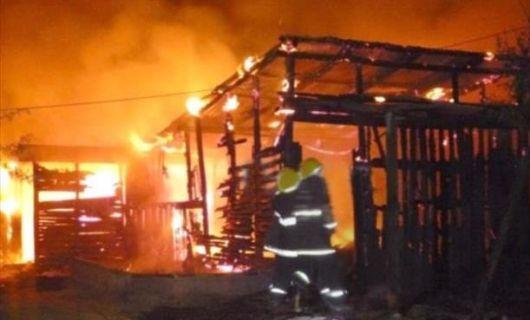 Asesinaron a un hombre en un conflicto vecinal y en repudio incendiaron casas