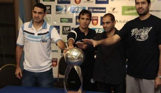 Regatas recibe a Peñarol en el primer capítulo de una final que promete