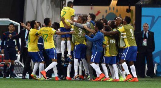 Brasil que debutó con una victoria construida con regalos arbitrales