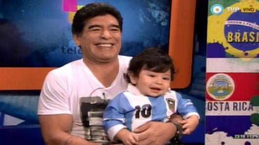 Maradona se mostró por primera vez con su hijo