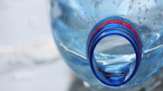 ¿Está mal usar la misma botella de plástico?