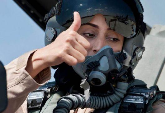 Una mujer bombardea a los terroristas del ISIS