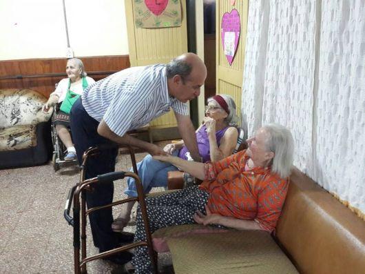 Homenaje a las abuelas del hogar de Virasoro
