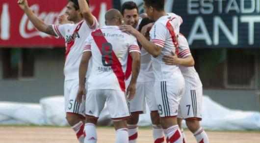 River goleó 3-0 a Belgrano y asegura la punta