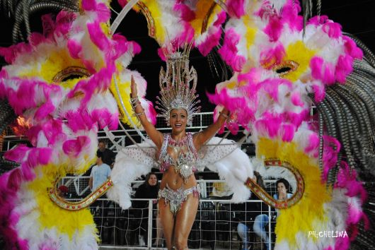 <p>Julia de comparsa Orfeo es la reina del Carnaval Artesanal del Pa&iacute;s</p>