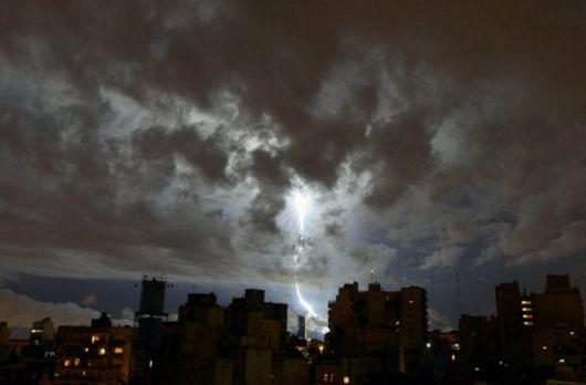 <p>Rige un alerta por tormentas fuertes para Corrientes</p>