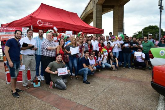 <p>Gustavo Canteros con la Cruz Roja Argentina</p>