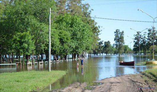 <p>El r&iacute;o Uruguay avanza en varias comunas</p>