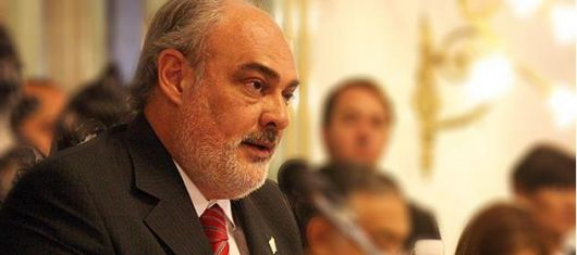 <p>Colombi ser&aacute; candidato a senador</p>