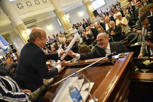 <p>Canteros tom&oacute; juramento a los 5 senadores electos el pasado 8 de octubre</p>