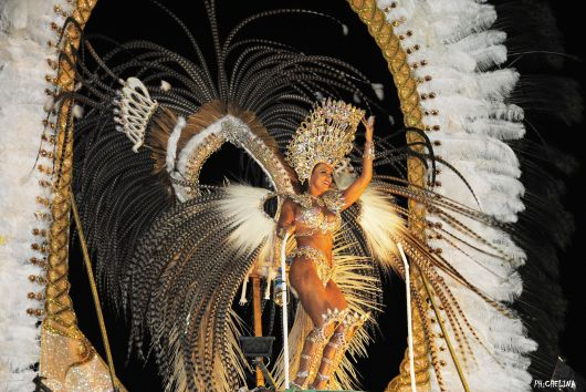 <p>El Carnaval Artesanal del Pa&iacute;s vivi&oacute; una noche inolvidable&nbsp;</p>