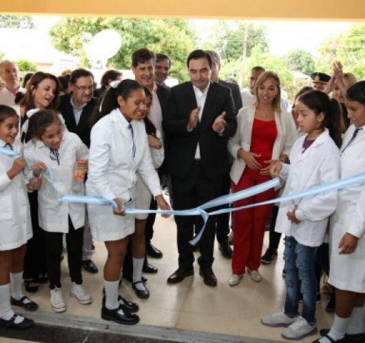 <p>Nuevo edificio escolar en Esquina&nbsp;</p>