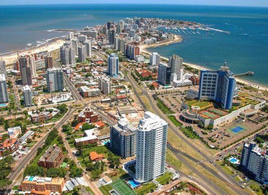 <p>Impuestos: &iquest;por qu&eacute; los argentinos mudan sus operaciones a Uruguay?&nbsp;</p>