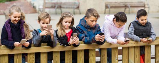 <p>A qué edad los chicos deben recibir su primer celular</p>
