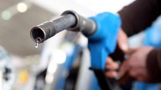 <p>YPF baja el precio de la nafta&nbsp;</p>