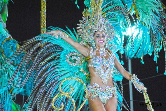 <p>Experiencia y creatividad en la primera noche del Carnaval Artesanal del Pa&iacute;s</p>
