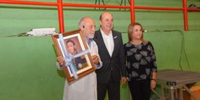 <p>Gustavo Canteros entreg&oacute; la distinci&oacute;n &ldquo;LibertadorGeneral San Mart&iacute;n&rdquo; al Dr. Alfredo Miroli</p>