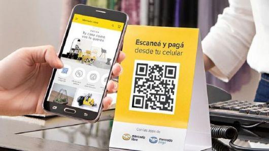 <p>Ahora van por todo: los pagos con QR por celular se masifican y más bancos entran al negocio de Mercado Pago</p>